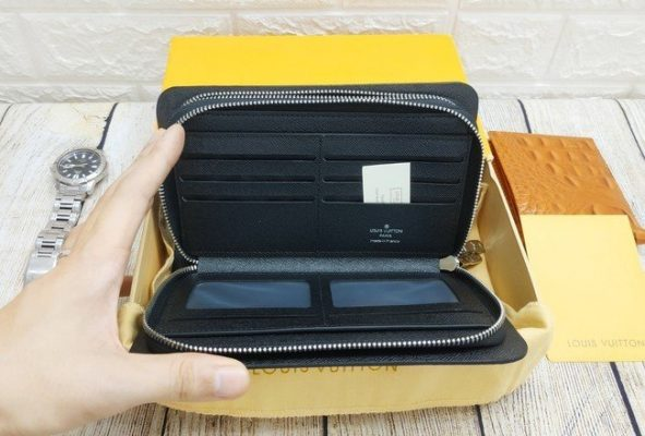 Clutch cầm tay Louis Vuitton VOC28